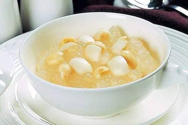 水梨百合炖雪蛤汤