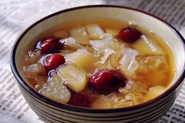 雪蛤红枣莲子鸡汤