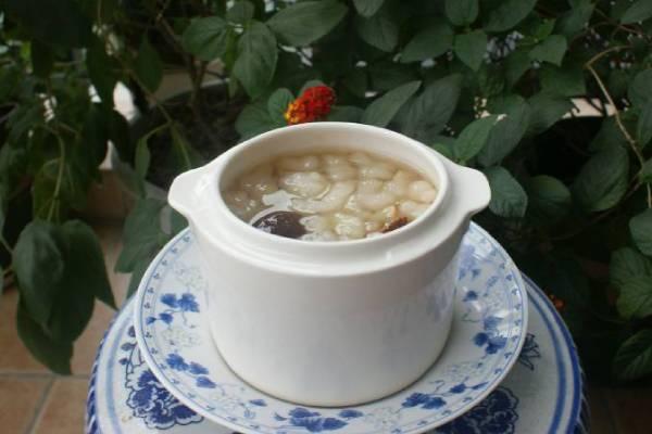 雪蛤红枣雪梨汤