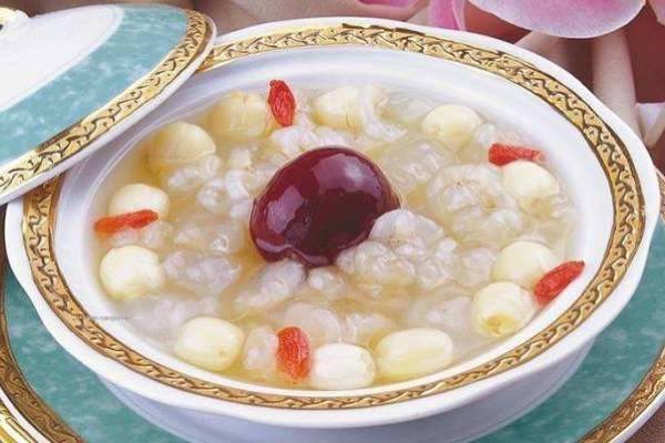 莲子红枣炖雪蛤的做法