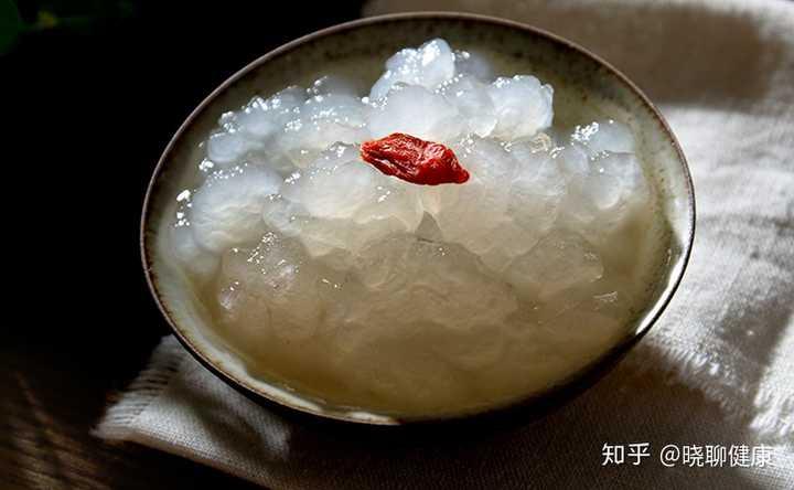 吃燕窝雪蛤花胶对皮肤的好处